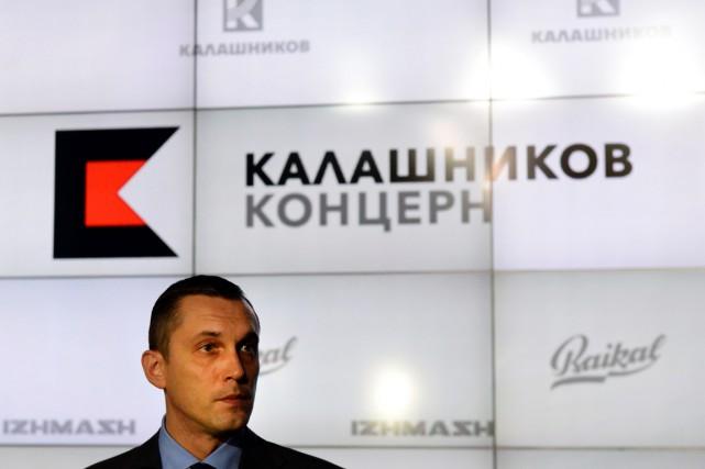 Le logo exécuté en rouge et noir -... (PHOTO VASILY MAXIMOV, AFP)