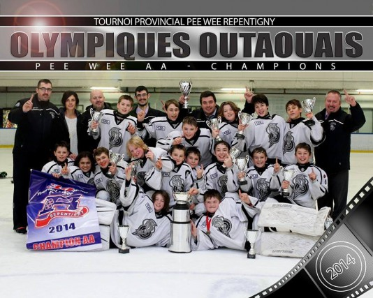 Les Olympiques pee-wee AA de l'Outaouais ont été couronnés champions du tournoi... (Photo courtoisie)