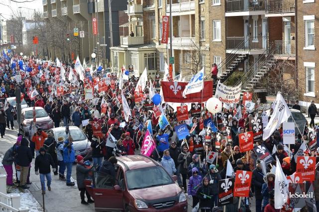 Des milliers de gens ont marché dans les... (Photo Yan Doublet, Le Soleil)