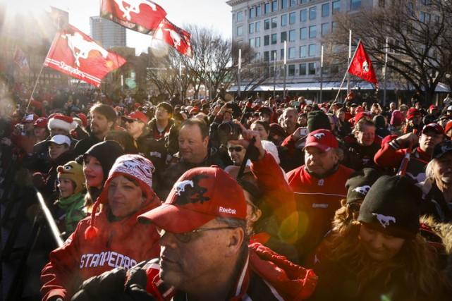 Plus de 2000 partisans ont acclamé leurs champions de la LCF à Calgary, mardi,... (Photo: PC)