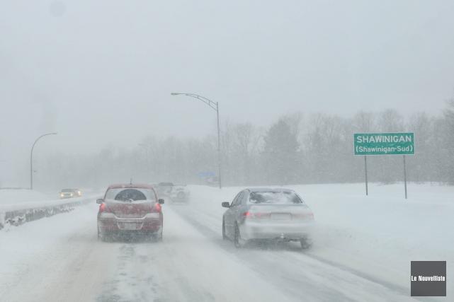 Les chutes de neige de la nuit ont compliqué la circulation sur les autoroutes... (Photo: archives Le Nouvelliste)