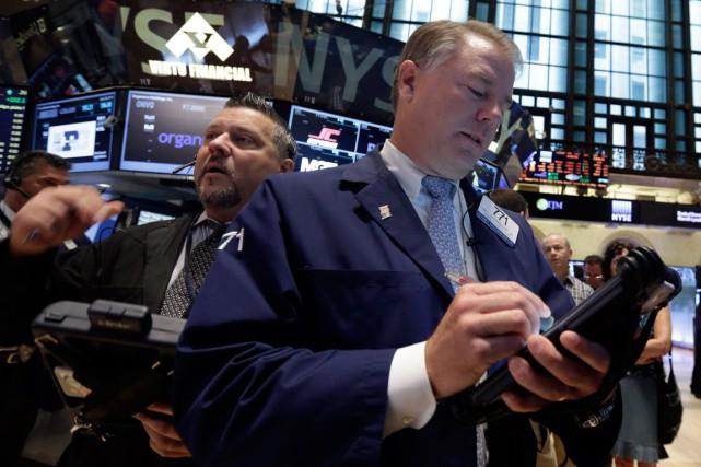 Wall Street a fortement monté jeudi, stimulée par la stabilisation des prix du... (PHOTO RICHARD DREW, ARCHIVES AP)