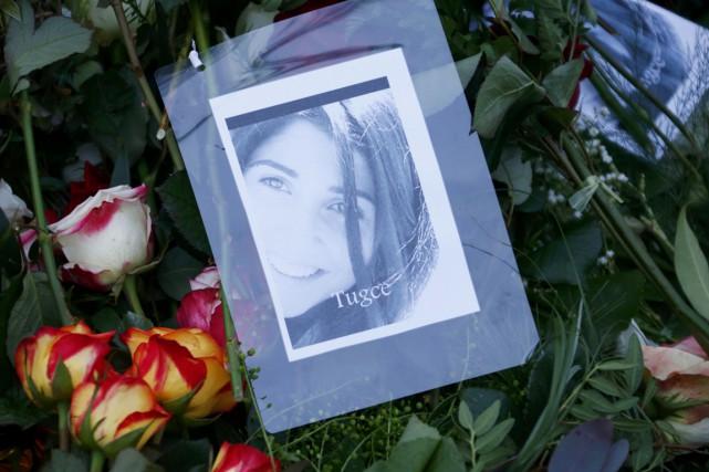 Un millier de personnes ont assisté mercredi en Allemagne aux obsèques de Tugce... (PHOTO RALPH ORLOWSKI, REUTERS)
