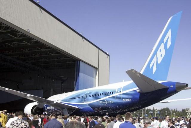 L'avion, un appareil787 de démonstration,a volé avec un... (Photo Archives AFP)