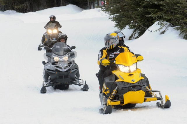 Les amateurs de motoneige pourront amorcer leur saison... (Photo d'archives)