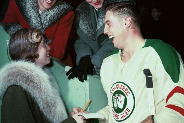 Jean Béliveau a joué à quelques reprises à... (Photo fournie par le Temple de la Renommée du Hockey)
