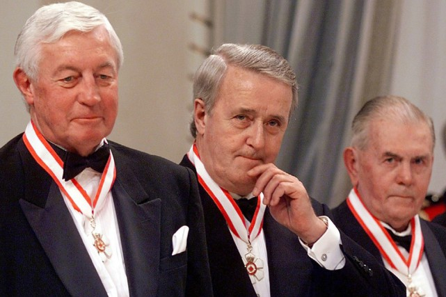 Jean Béliveau, Brian Mulroney et Maurice Richard ont... (Photo Tom Hanson, archives pC)