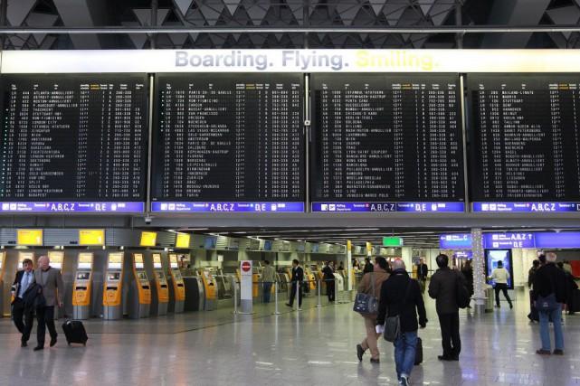 À chaque fois, Lufthansa tente de limiter l'impact... (PHOTO DANIEL ROLAND, AFP)