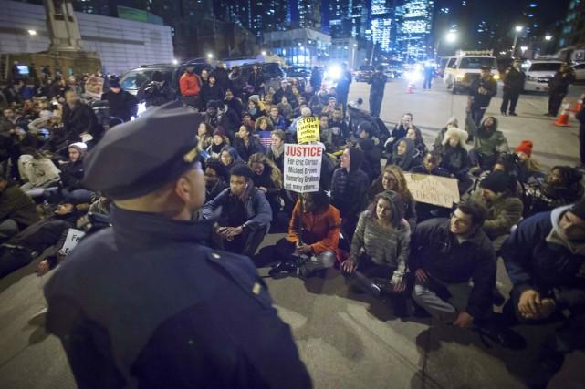 Certains de ces manifestants ont été accusés de... (PHOTO CARLO ALLEGRI, REUTERS)