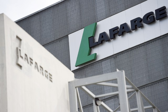 Début novembre, l'importante cimenterie du groupe Lafarge à... (PHOTO FRANCK FIFE, ARCHIVES AFP)