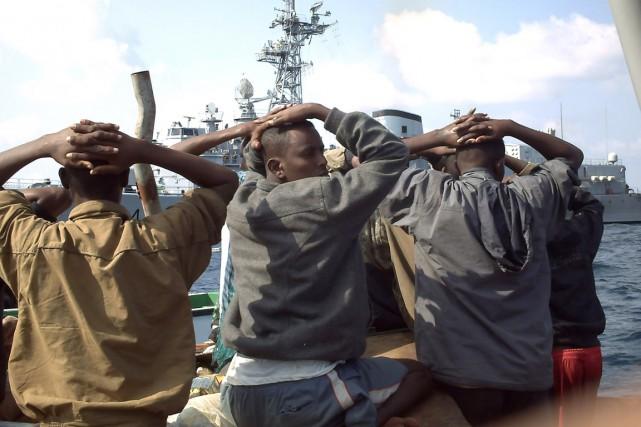 Dans les deux affaires, les pirates somaliens avaient... (PHOTO ARCHIVES REUTERS/MARINE FRANÇAISE)