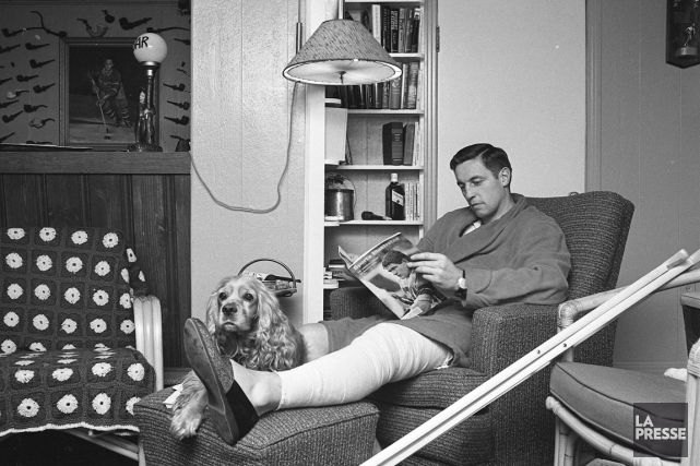 Livre à la main, Jean Béliveau détonnait parmi... (Photo Michel Gravel, archives La Presse)