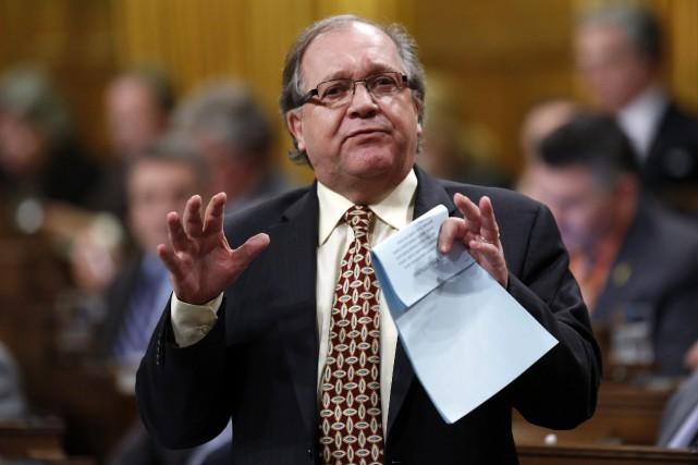 Le ministre des Affaires Autochtones, Bernard Valcourt.... (Photo Chris Wattie, Reuters)