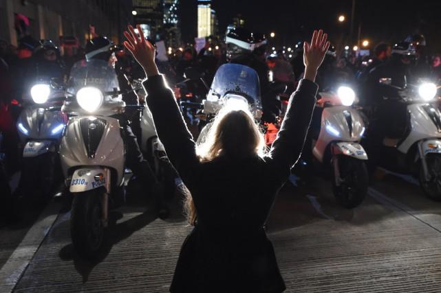 C'est la deuxième nuit consécutive que les New-Yorkais,... (Photo AFP)