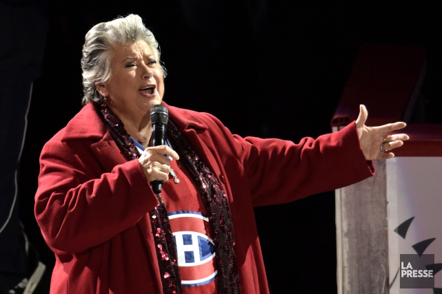 Ginette Reno, que l'on voit ici chanter l'hymne... (Photo: La Presse)
