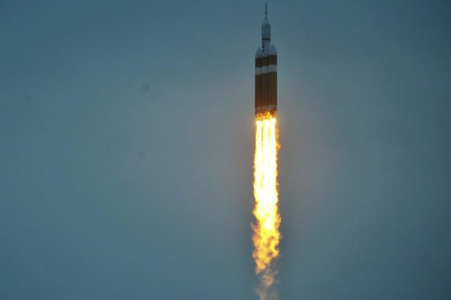 La puissante fusée Delta IV à deux étages... (PHOTO STEVE NESIUS, REUTERS)