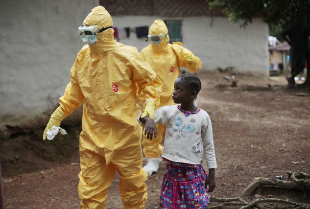 Le virus Ebola tue jusqu'à 70 % des personnes... (PHOTO JEROME DELAY, ARCHIVES AP)