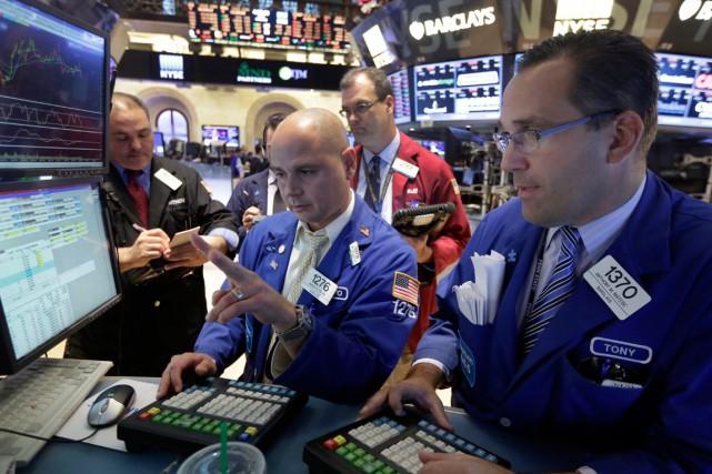 Wall Street a fini en baisse mardi, après une séance particulièrement volatil... (PHOTO RICHARD DREW, ARCHIVES AP)