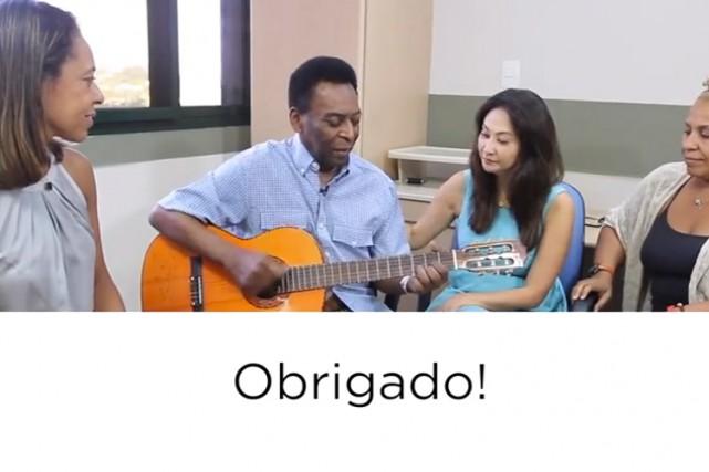 La vidéo commence par une image de Pelé... (Image tirée d'une vidéo sur YouTube)