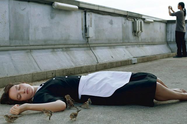 Dans Bird People, une jeune femme de chambre... (Photo fournie par FunFilm)