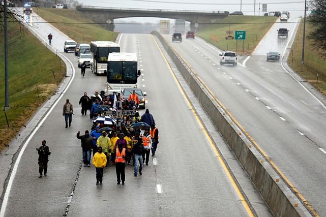 Des protestataires ont mis fin à une longue... (Associated Press)