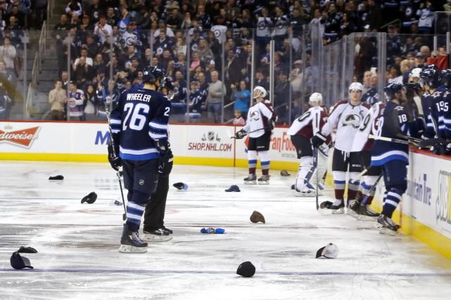 Bryan Little a marqué trois buts et il a mené les Jets de Winnipeg vers une... (Photo USA Today Sports)