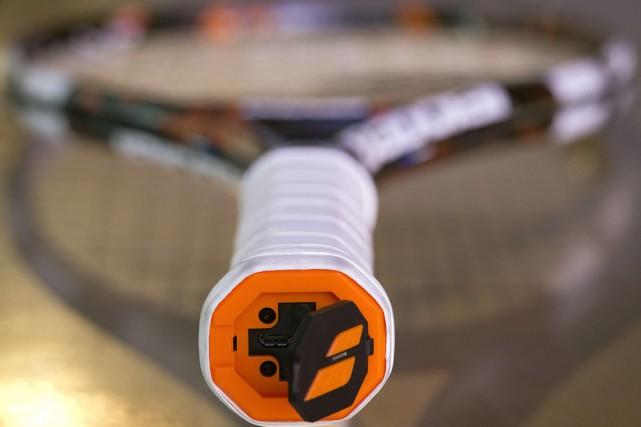 La raquette connectée est utilisée aussi bien par... (PHOTO JOEL SAGET, AFP)