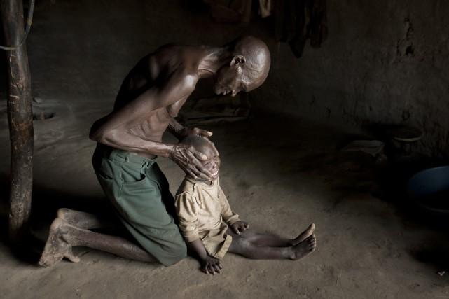 Pour Jackson okot, 69 ans, la maladie de... (PHOTO FRÉDÉRIC NOY, COSMOS)