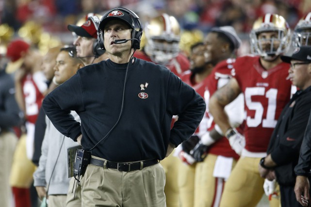 Même si Jim Harbaugh a sorti les 49ers... (PHOTO TONY AVELAR, AP)