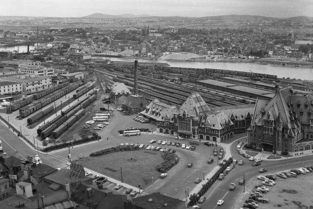 La gare du Palais en 1958... (Archives de la Ville de Québec (Numéro de négatif N004174))