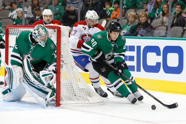 Cody Eakin est poursuivi par l'attaquant du Canadien... (Photo Tim Heitman, USA TODAY)