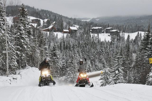 Les motoneigistes étaient heureux d'amorcer la saison, hier,... ((Photo Rocket Lavoie))