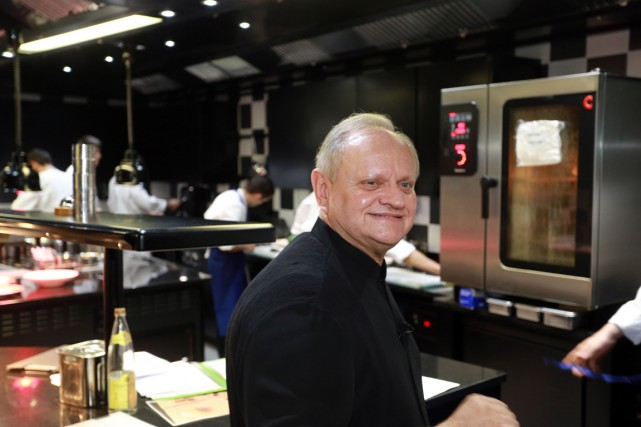 Joël Robuchon... (PHOTO NICOLAS TUCAT, AFP)