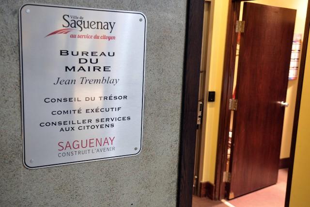 L'affiche accueillant autrefois les visiteurs au cabinet du... ((Photo Rocket Lavoie))