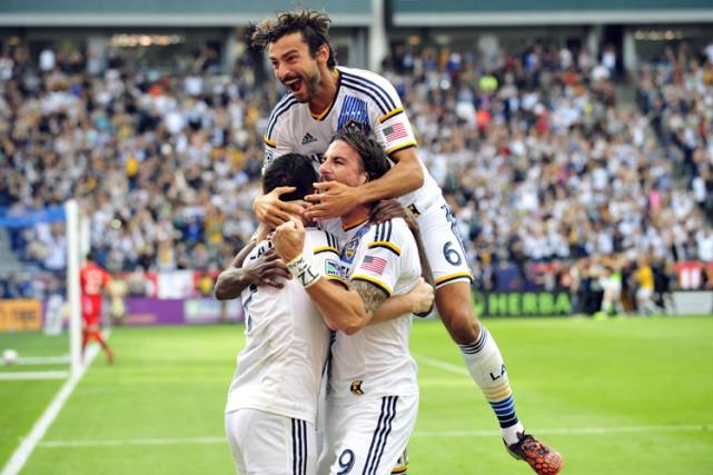 Robbie Keane a inscrit un but spectaculaire en échappée à la 111e minute et... (Photo: Reuters)