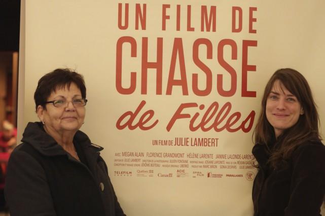 Florence Grandmont et Julie Lambert étaient fières de... (photo Catherine Trudeau)