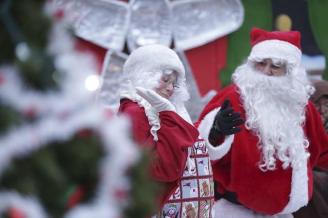 La mère Noël et le père Noël étaient... (photo Catherine Trudeau)