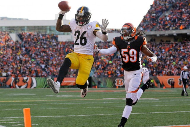 Le'Veon Bell, des Steelers de Pittsburgh, marque un... (Photo Michael Conroy, AP)
