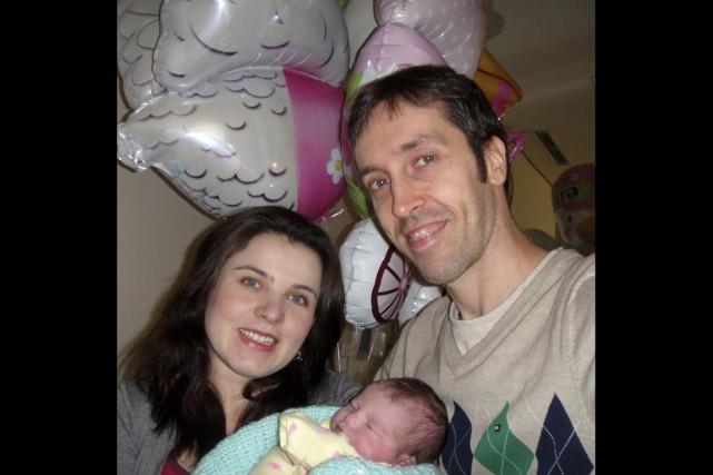 Éric Brisson, sa femme Michelle Ferreira et leur... (PHOTO FOURNIE PAR ÉRIC BRISSON)