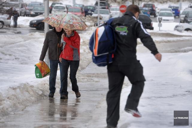 C'est un coquetel météo qui attend les Estriens en cette journée de mardi,... (Archives La Tribune, Maxime Picard)