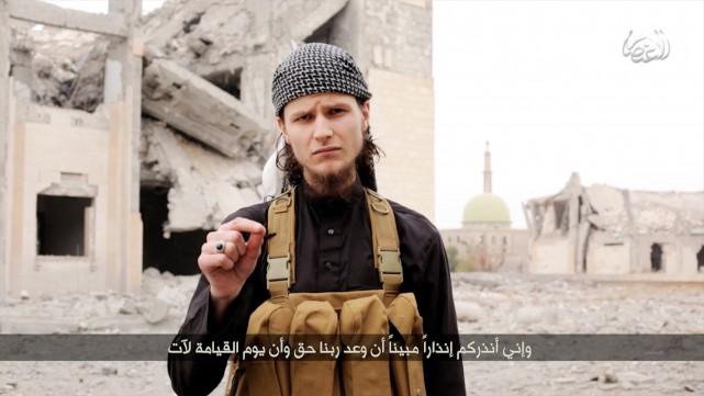 L'ancien étudiant de l'Université d'Ottawa, John Maguire, incite... (Image fixe tirée d'une vidéo)