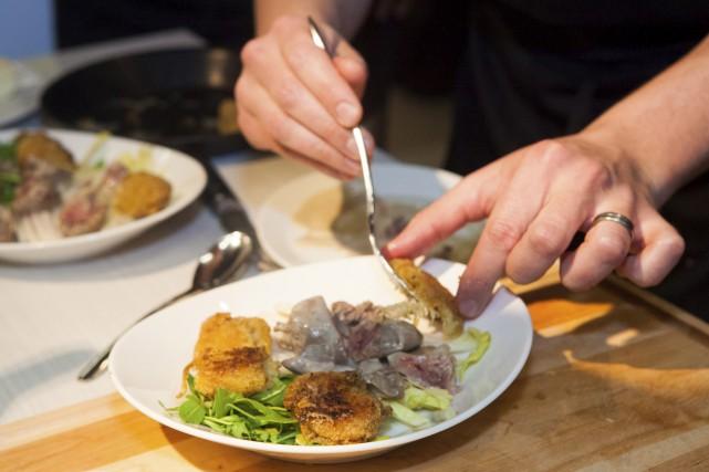 Salade d'endive et roquetteau foie de volaille poché... (Le Soleil, Caroline Grégoire)