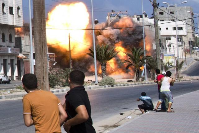 Une explosion secoue Gaza le 23 août dernier.... (PHOTO AFP)