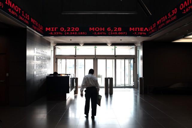 Mardi matin, l'indice général de la Bourse d'Athènes... (Photo archives AFP)