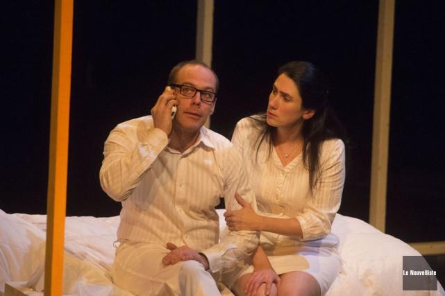 Les comédiens Martin Bergeron et Éveline Charland font... (Photo: Stéphane Lessard, Le Nouvelliste)