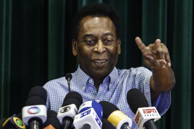 Pelé a donné une conférence de presse avant... (Photo Miguel Schincariol, AFP)