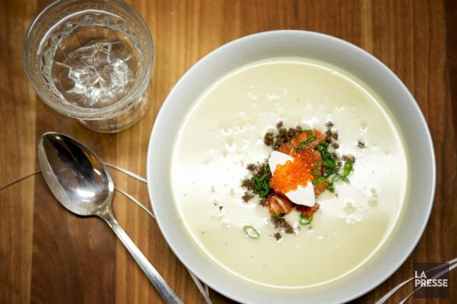 Crème de chou blanc, saumon mariné au caviar... (Photo Marco Campanozzi, La Presse)