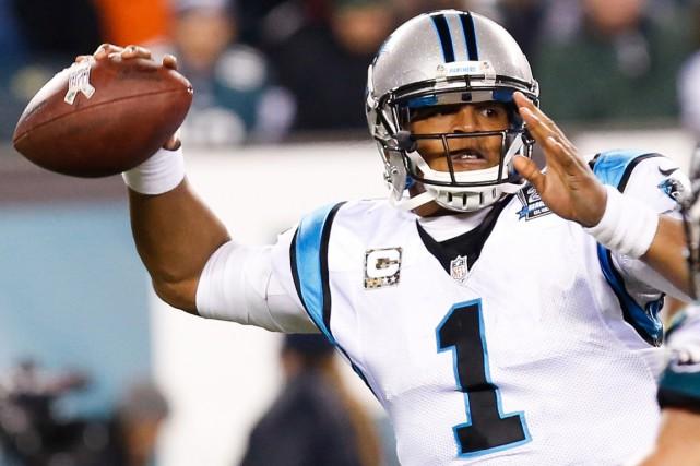 Le quart-arrière Cam Newton, des Panthers de la... (PHOTO BILL STREICHER, ARCHIVES REUTERS)