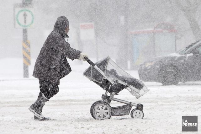 La neige pourrait tomber particulièrement fort mercredi matin,... (PHOTO ARCHIVES LA PRESSE)