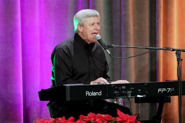 Stephen Harper s'est pris pour... Axl Rose, le temps d'une chanson, lors du... (Photo PC)